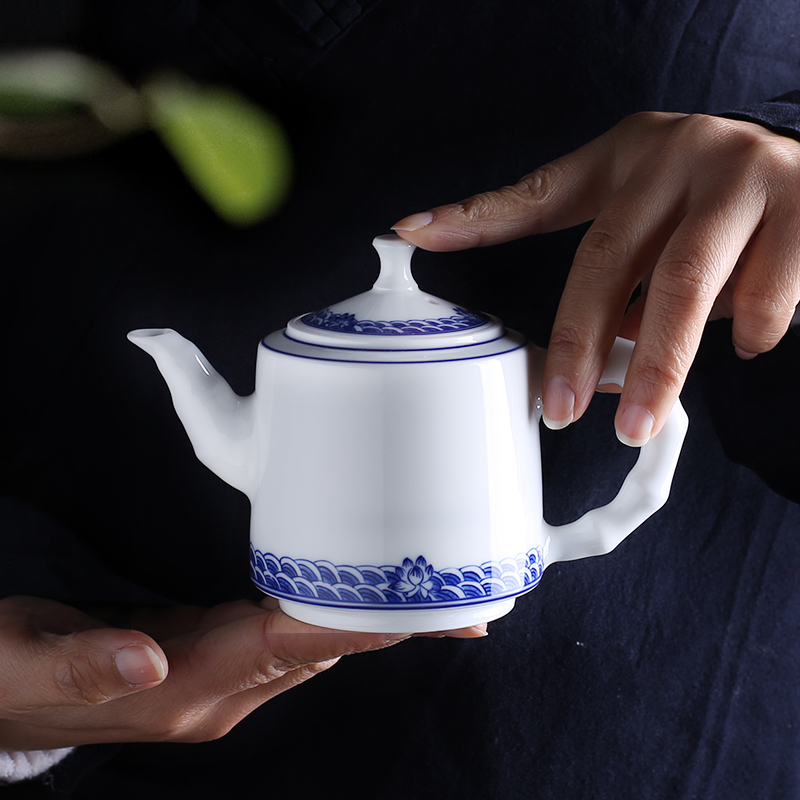 Jingdezhen up the fire which hand blue and white porcelain ceramic teapot teacup Chinese kung fu tea mercifully water pot