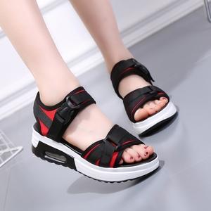 2020夏季新款厚底凉鞋女松糕坡跟学生运动凉鞋平底百搭一字带女鞋