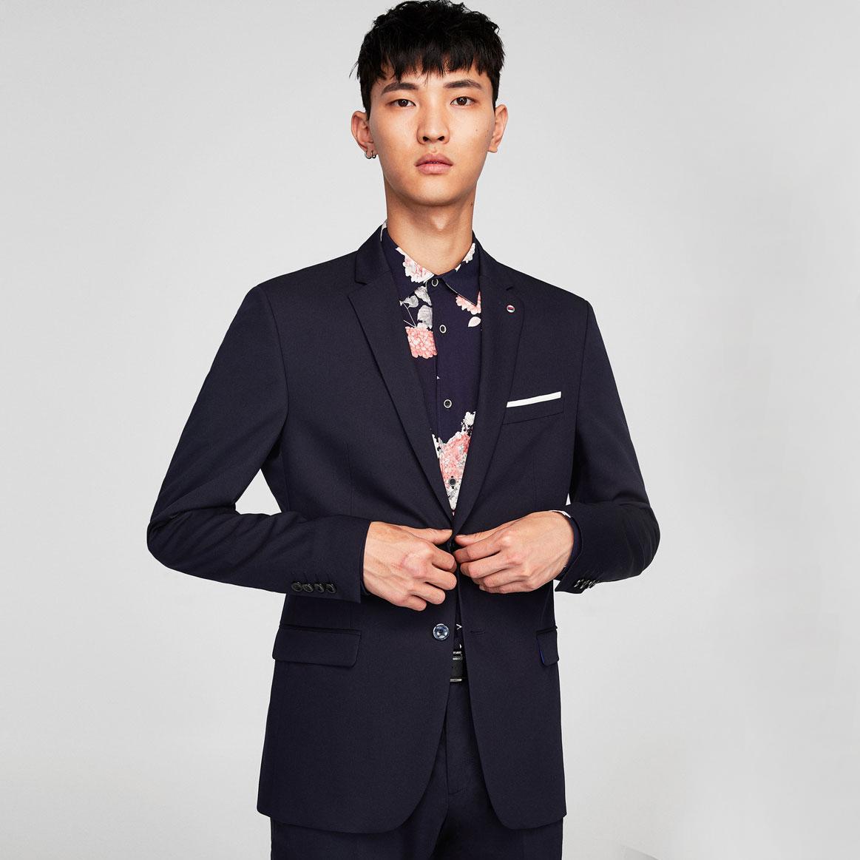 去购买 西装外套不用刻意剪裁得很正式,也不需要过多的色彩来修饰,只图片