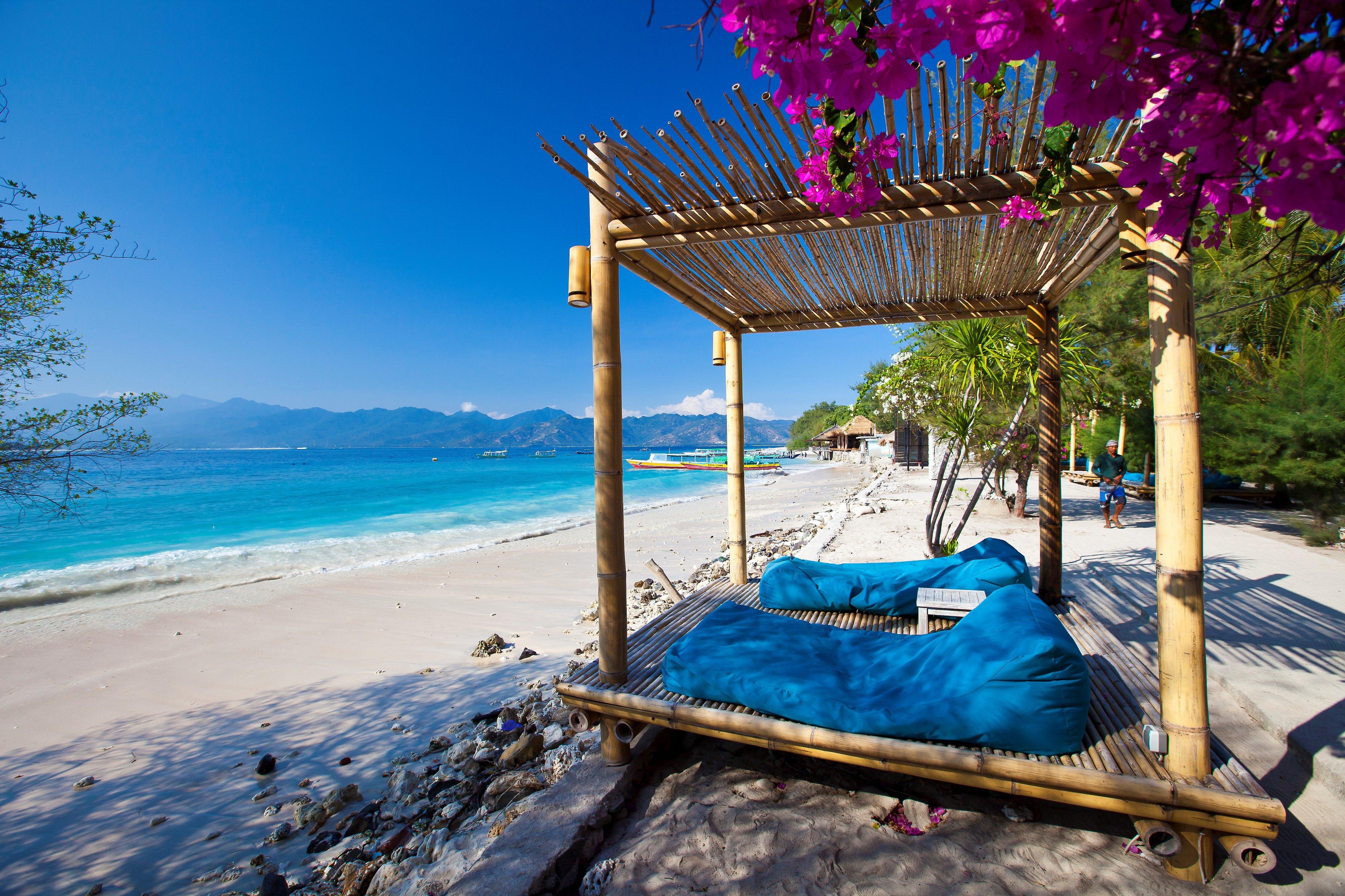 心里却想着巴厘岛的海多么蓝