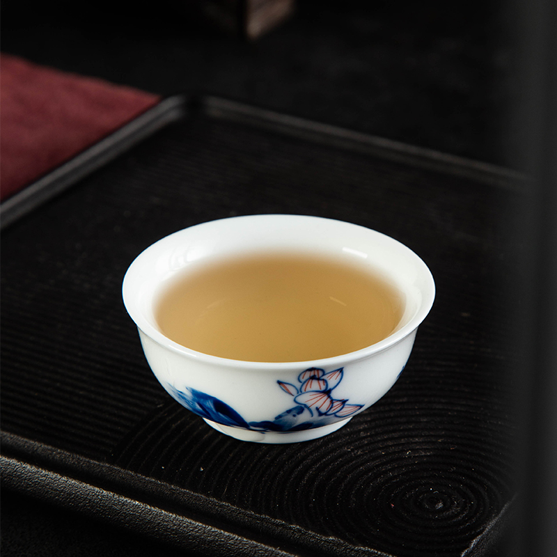Jingdezhen blue and white glaze porcelain hand - made master cup sample tea cup under the color lotus small bowl kung fu tea cup