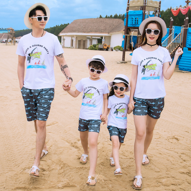 Beach parent-child summer dress family of three four-person family couples mother and child seaside holiday summer family suit