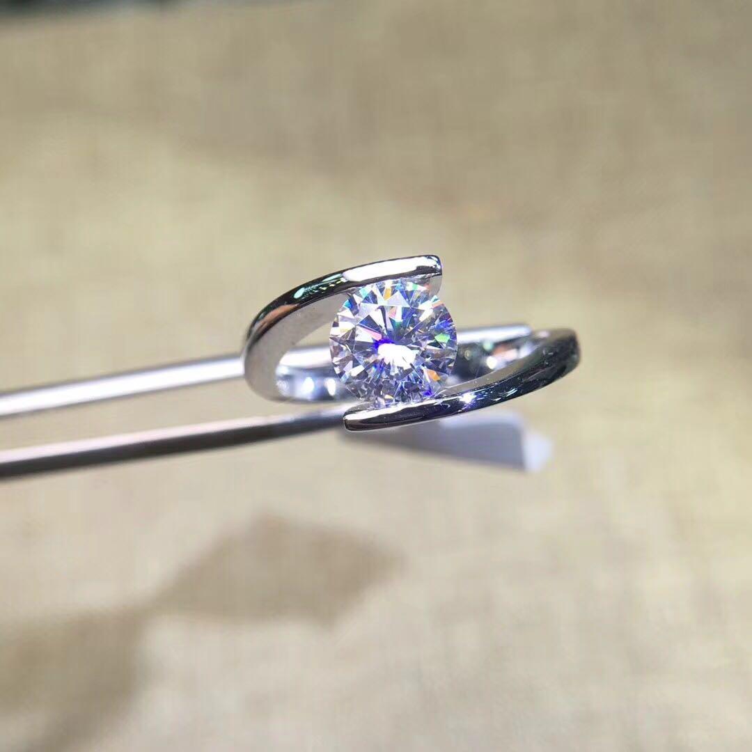 18K金扭臂D色求婚结婚情侣莫桑石钻戒指男女 1-2克拉