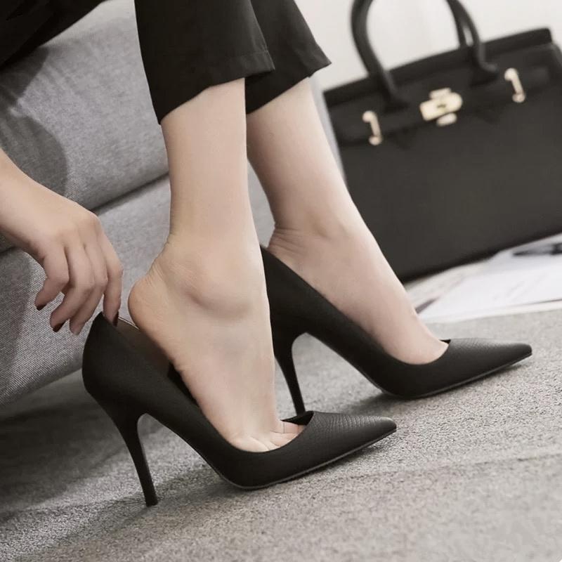 盈致2018春季新款尖头黑色高跟鞋女细跟职业正装百搭ol蛇纹单鞋夏