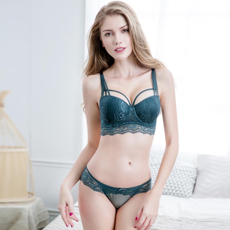 调整型镂空蕾丝小胸聚拢文胸套装防下垂收副乳加厚性感上托内衣女