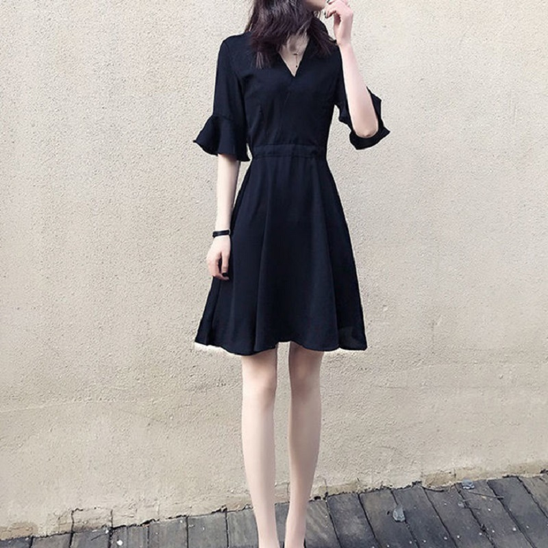 赫本风小黑裙女收腰显瘦小个子裙子新款2021年夏季复古V领连衣裙