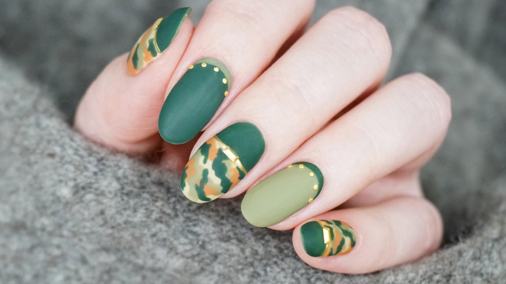 秋冬季绿色磨砂迷彩纹美甲