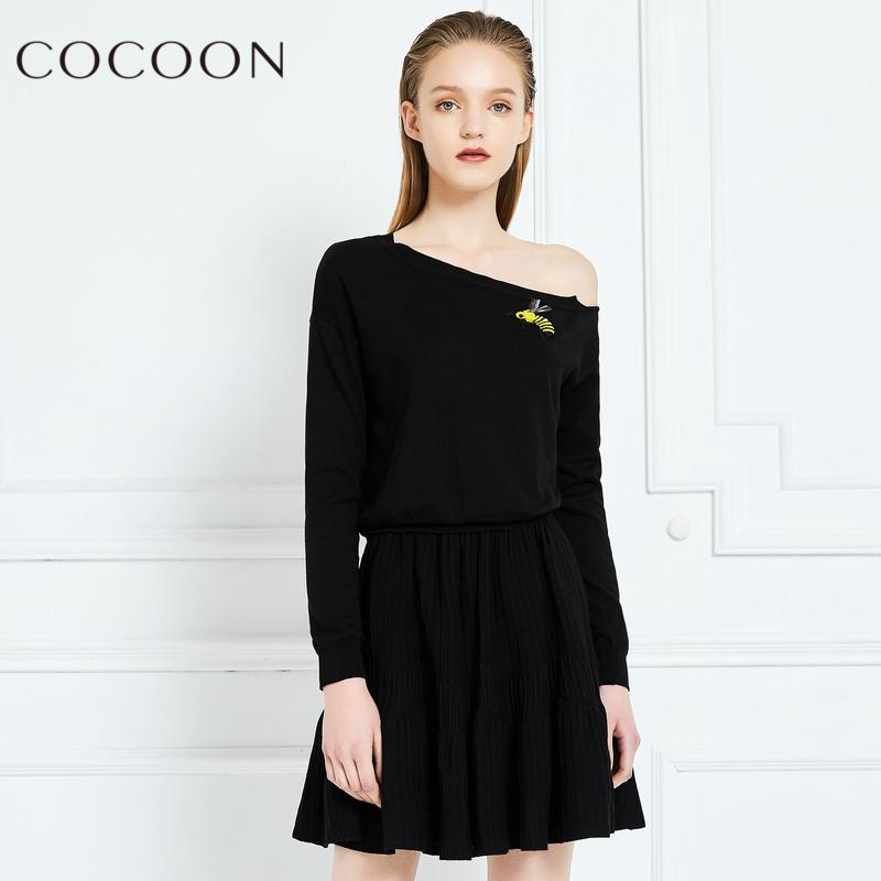 可可尼2018春秋装新品斜肩一字领针织衫百褶半身裙两件