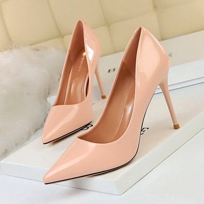 825-1 the European and American wind fashion contracted professional OL shoes patent leather high heels with shallow thi