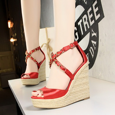 Han edition since 892-1 with wedge bottom thick hemp rope weaving platform shoes silk metal chain cross with sandals