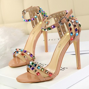 267-2 the European and American wind Roman style with open toe shoes with ultra fine one word with hollow out sandals co