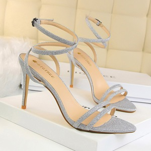 689-8 European and American wind fashion sexy nightclub show thin thin with high-heeled strappy hollow out one word with