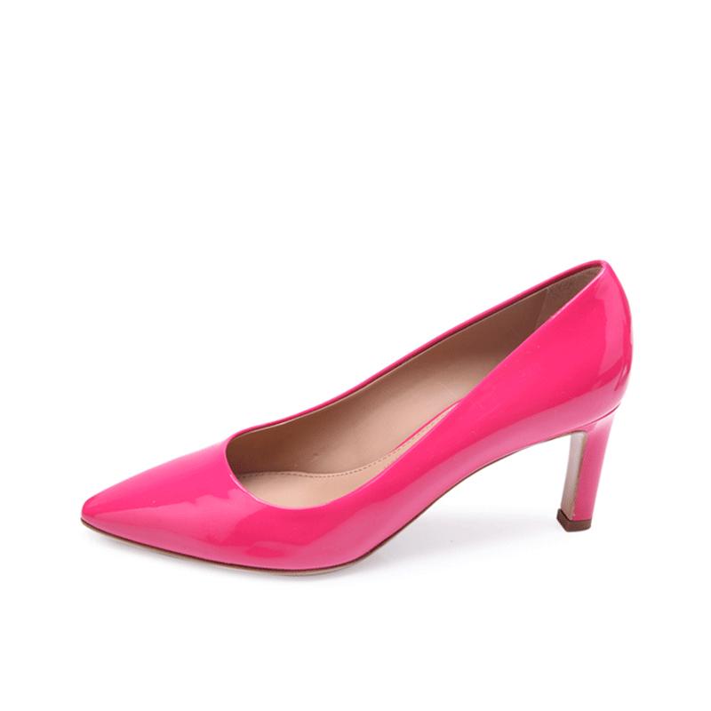 FERRAGAMO菲拉格慕 纯色尖头设计女士牛漆皮材质高跟单鞋,D版