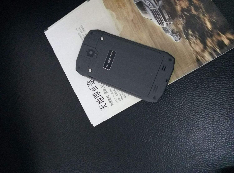 柔美战狼2种登场的三防0元手机户外必备