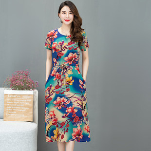 Middle-aged mother with cotton silk short-sleeved dress in the long paragraph over the knee summer dress middle-aged summer floral dress
