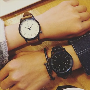 A couple watches on the trend of College Korean minimalist quartz watch belt retro Casual Fashion Mens Watch