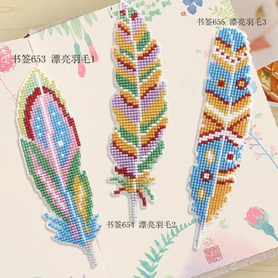 凉风dmc十字绣客厅新款简单手工礼物小学生手工塑料板 羽毛书签图片