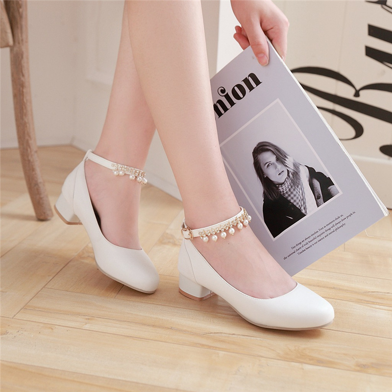 Valuable Asian girls wear small heeled shoes something