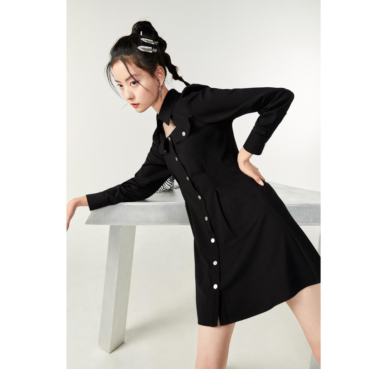 太平鸟格纹收腰连衣裙,衬衫裙结合镂空设计