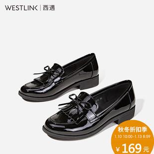 西遇秋季女鞋子新款英伦风平底鞋复古流苏一脚蹬乐福鞋女单鞋