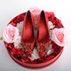 红色婚鞋女秋冬2018新款绸缎新娘鞋尖头高跟鞋女细跟宴会中跟单鞋