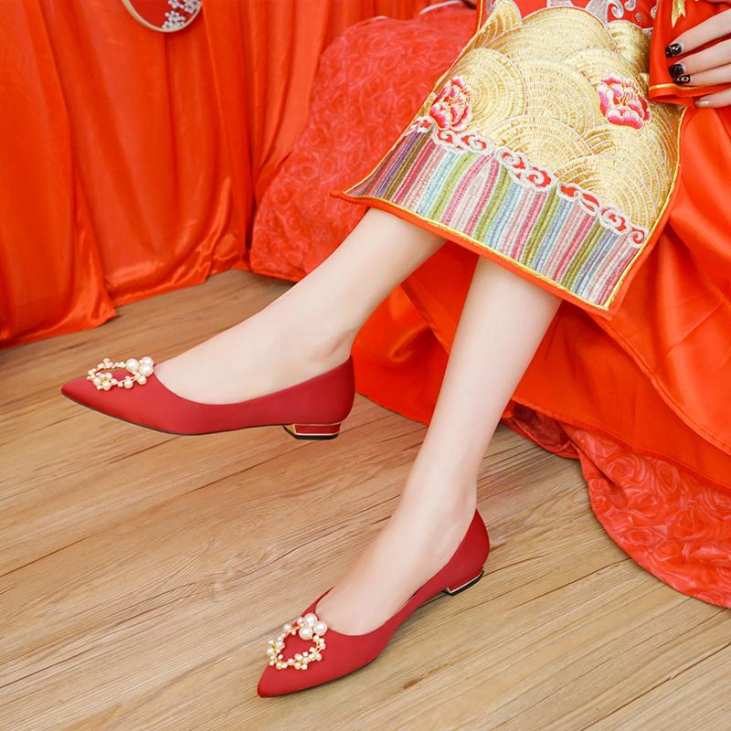 婚鞋女2018新款红色新娘鞋孕妇婚纱舒适百搭秋中式秀禾尖头平底鞋