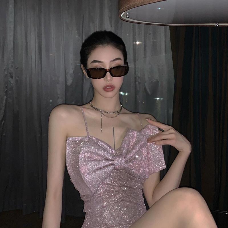 粉色性感外穿吊带连衣裙