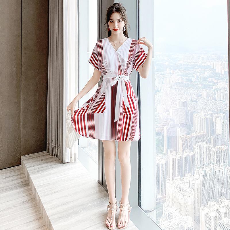 2020夏天新款收腰显瘦设计感连衣裙女夏小个子清新气质轻熟风裙子