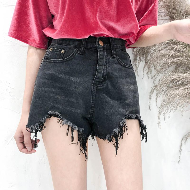 怎么利用短裤和短裙来显高呢?绝无错过的就是韩式的穿法!只要这样穿,身高的比例就会更加的修长!