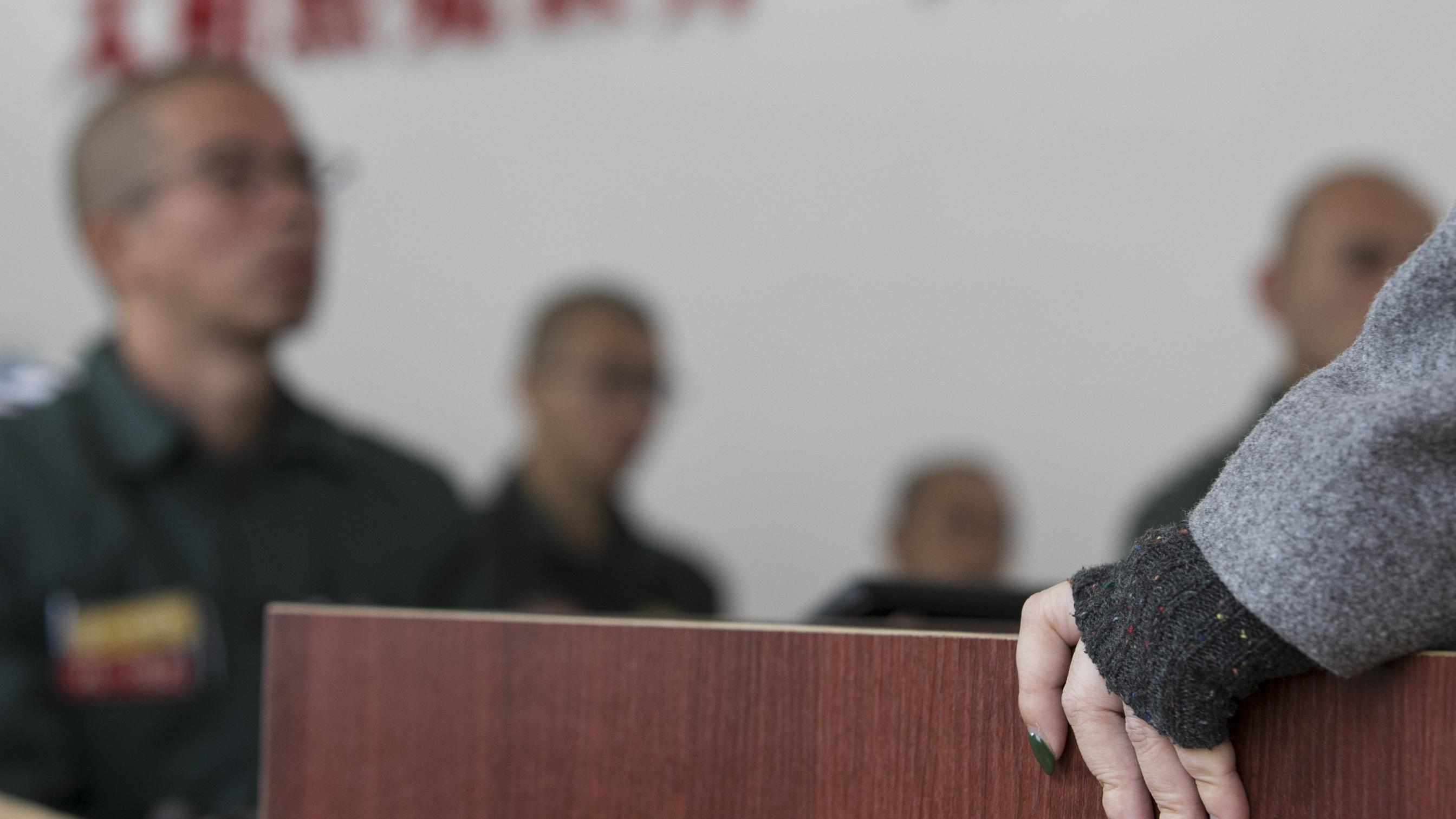 """第一次""""进监狱""""的老师和她高墙内的讲台"""
