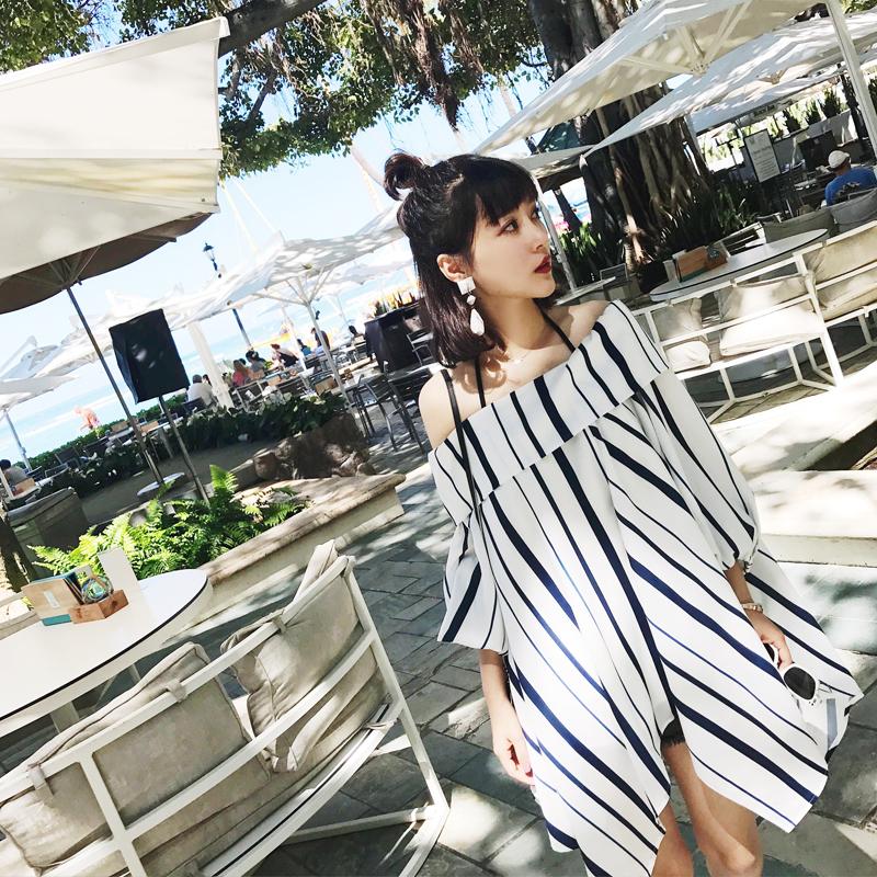 于momo夏季七分袖衬衣女一字肩条纹衬衫中长款宽松灯笼袖露肩上衣