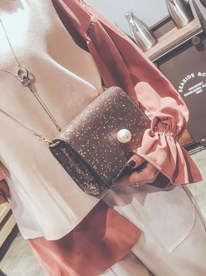 亮片珍珠小包包,搭配在一起灰常的美腻哦~带有丝丝的大气感觉~