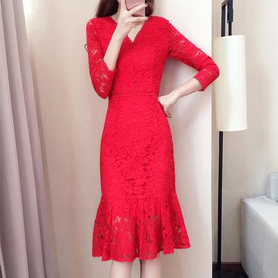 2018秋装新款红色长袖V领蕾丝鱼尾裙连衣裙中长款修身新娘礼服女