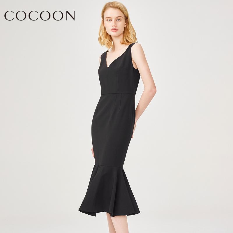 可可尼2018夏装新品女装V领中长款修身露背鱼尾连衣裙