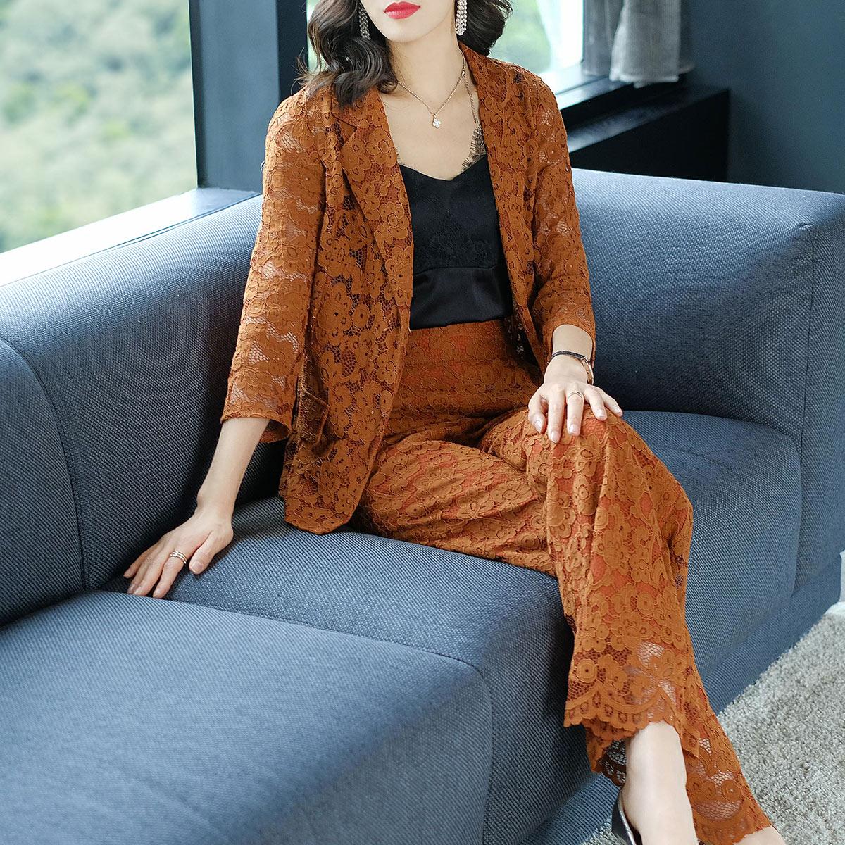 隆缘裳2018春装新款时尚镂空西装外套修身阔腿裤蕾丝洋气套装8513