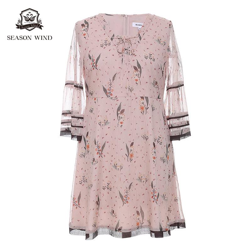 季候风2018秋季商场同款时尚v领撞色条纹喇叭袖印花连衣裙女