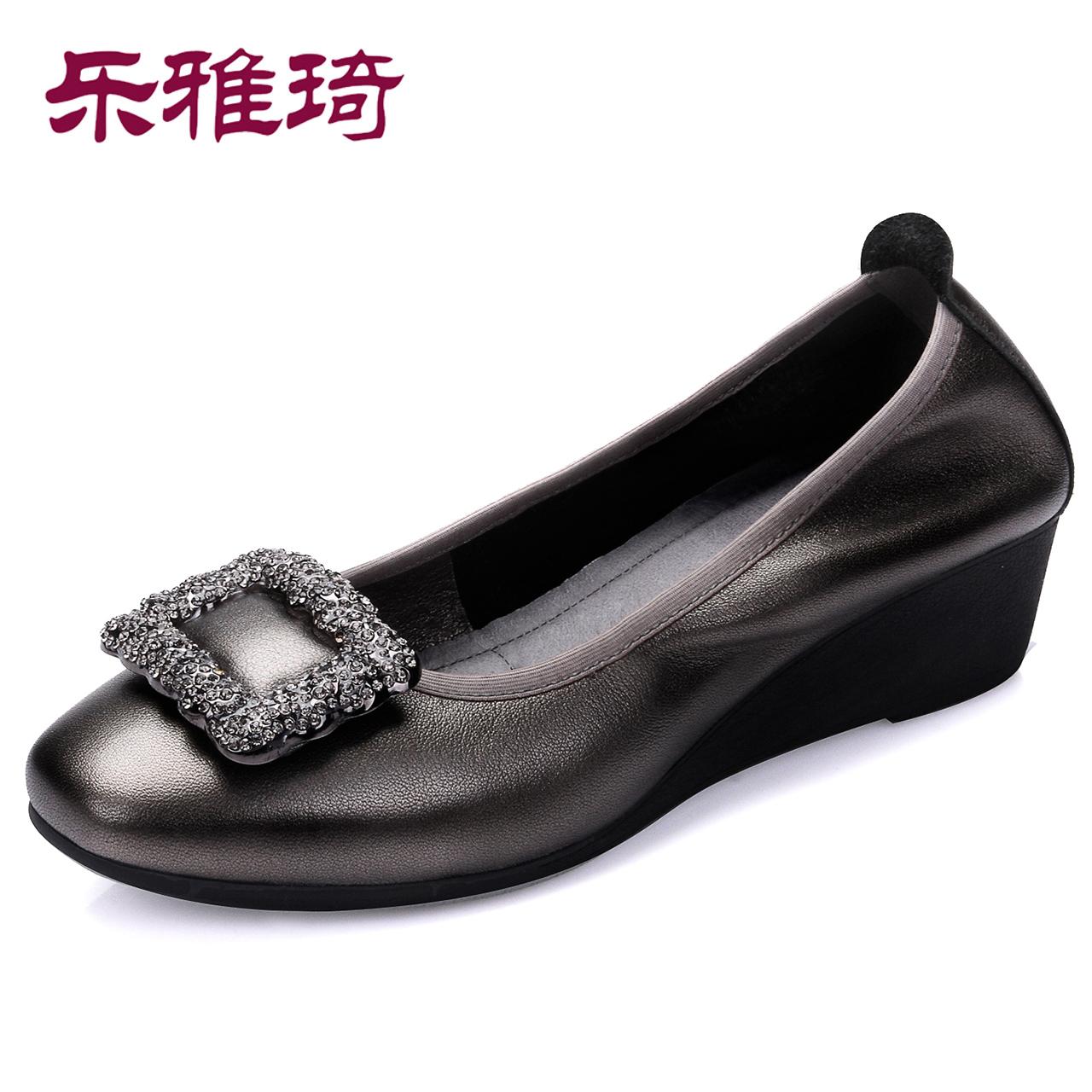 妈妈鞋软底女舒适真皮单鞋女浅口坡跟奶奶鞋2018秋新款中老年女鞋