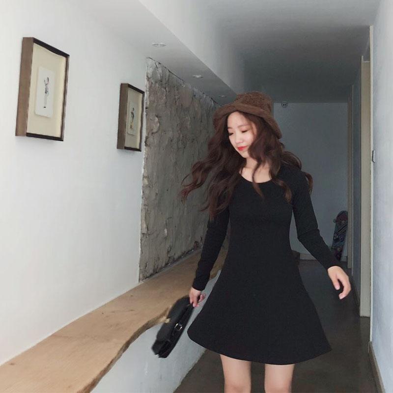 象牙夫人自制秋季新款长袖纯棉修身打底连衣裙收腰显瘦弹力小黑裙
