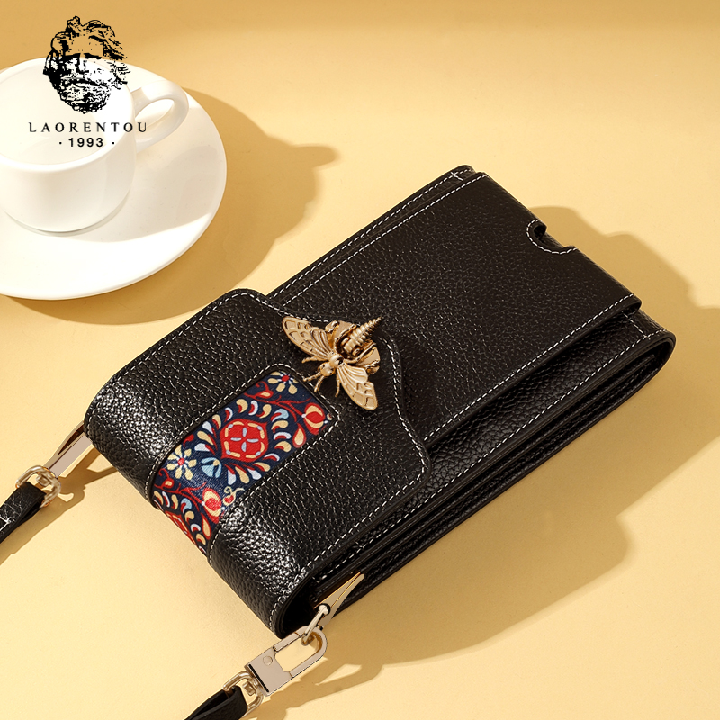 Old head 2019 new small bag female 2018 new Messenger mini bag leather embroidery shoulder bag