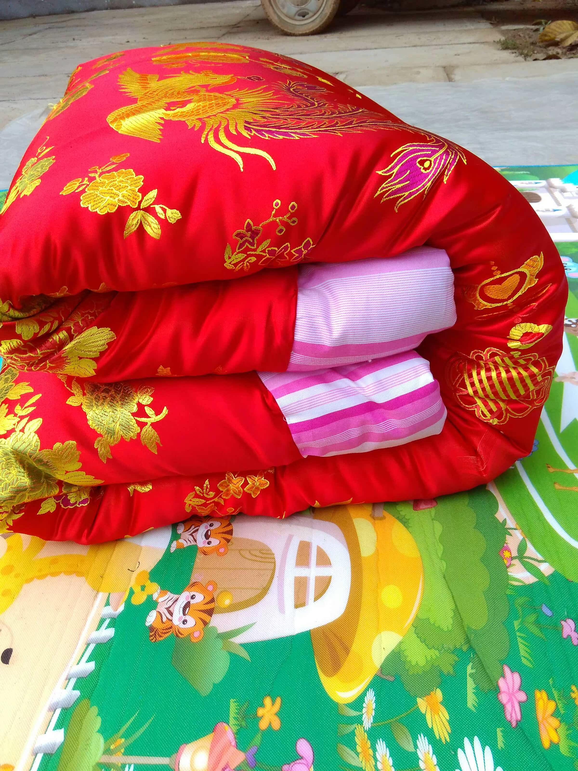 手工缝制老式包边绸缎被子纯棉粉色条顺被里大红双人丝绸缎棉被图片
