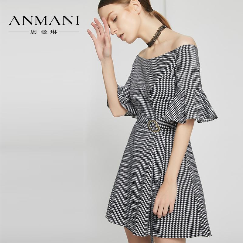 恩曼琳2018夏新品时尚一字露肩微喇荷叶袖系带收腰连衣裙EAN8BA72