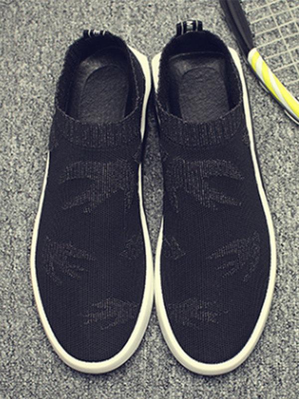 这双鞋子简约的时尚理念贯穿整双鞋子,防滑舒适的鞋底,高端选材与精简设计,缔造高街风尚!
