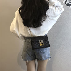 Bag female 2018 new wave Korean version of the wild rhombic chain bag shoulder Messenger bag fashion simple mini handbag
