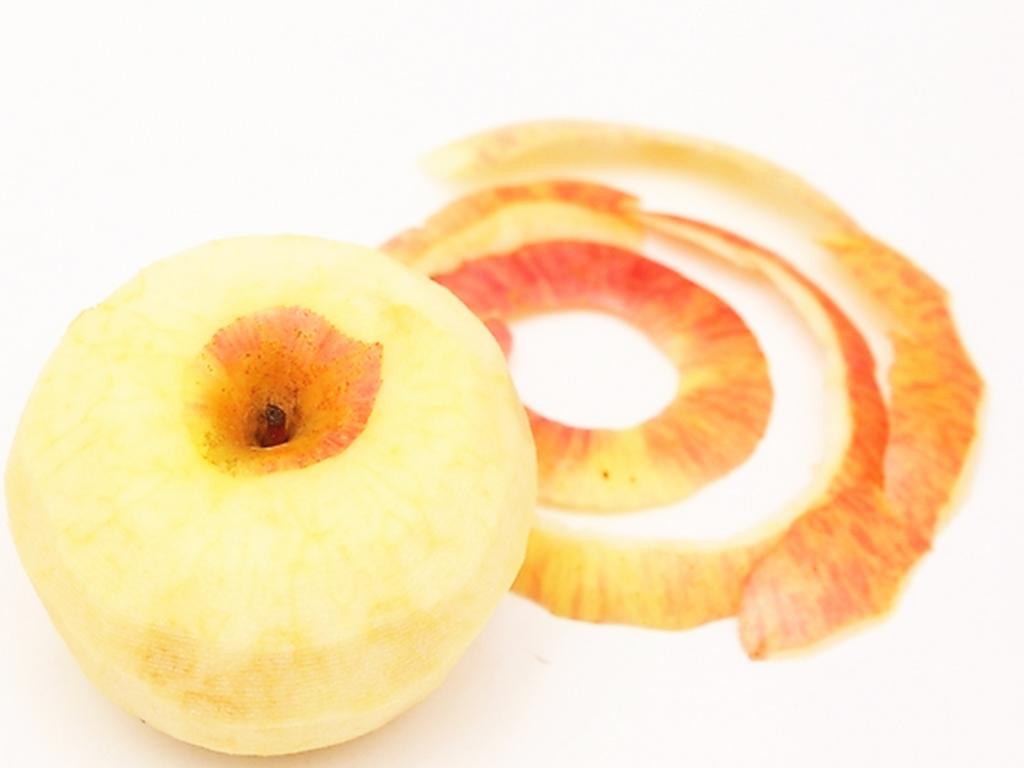 苹果皮含有丰富的抗氧化成分以及其他有益成分,如酚类物质,黄酮类