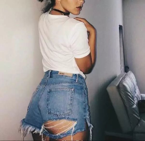 欧美女人的洞图片_欧美街头复古风性感屁股腿后破洞做旧高腰显瘦牛仔毛边短裤热裤女_7折