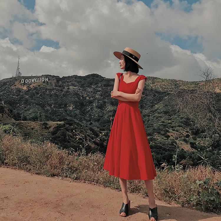 19沙滩裙女2018夏款海边度假露肩吊带裙子超仙气质显瘦红色连衣裙[优惠200元包邮]