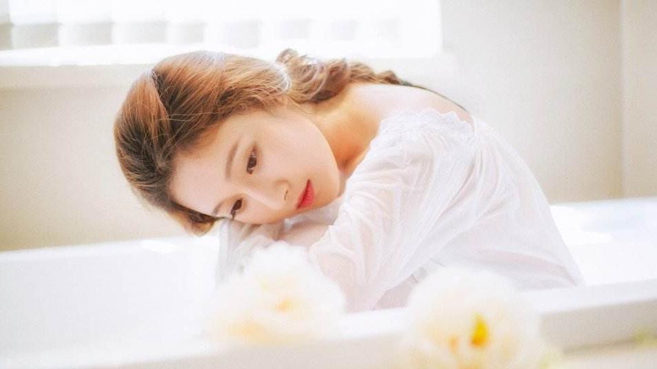 女神洗完澡到睡觉前如何护肤?皮肤这么好