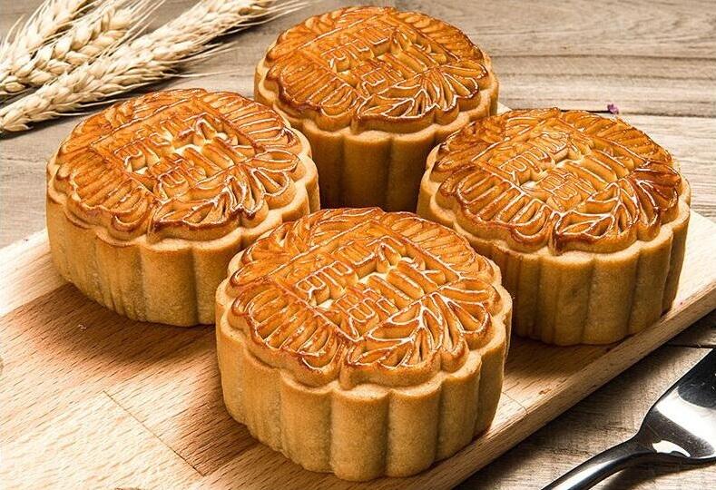 选用优质原料,精选时令湘莲,高邮咸蛋黄等,好原料制作出好月饼.图片