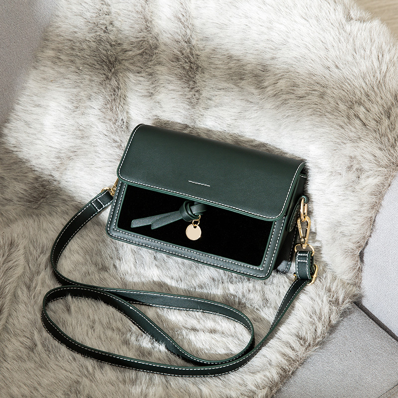 Autumn and winter 2019 on the new small bag female bag 2018 new wave Korean version of the wild single shoulder Messenger bag fashion small square