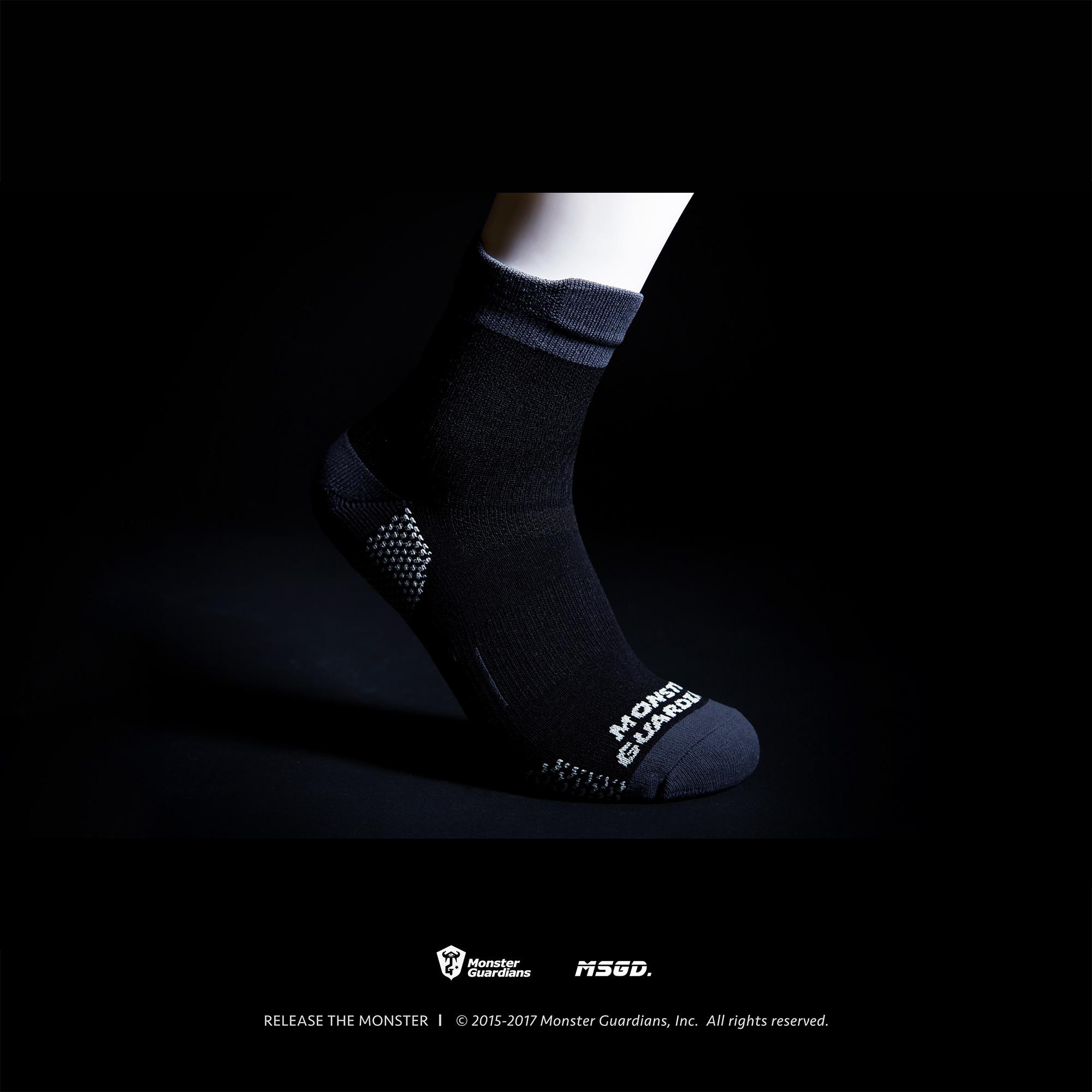 Monster Guardians Lab 设计底部加厚高帮专业运动袜